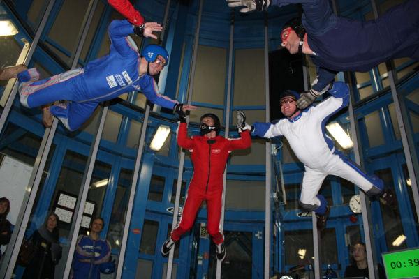 Soufflerie : simulateur de chute libre - parachutisme en salle